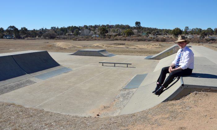 LOCAL MP 'GRINDING' FOR FUNDING FOR TINGHA SKATEPARK SHADE SAILS