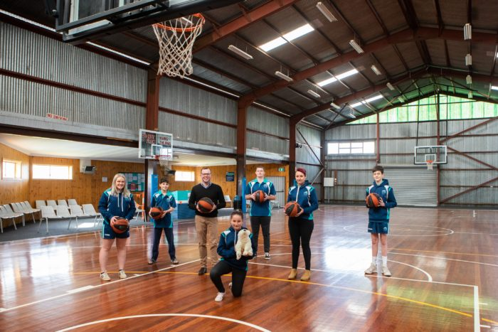 $5,000 DELIVERS NEW HOME COLOURS FOR GLEN INNES BASKETBALLERS