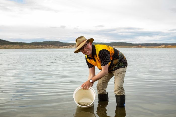 NOAH'S ARK SAILS INTO COPETON DAM CARRYING 25,000 YOUNG MURRAY COD